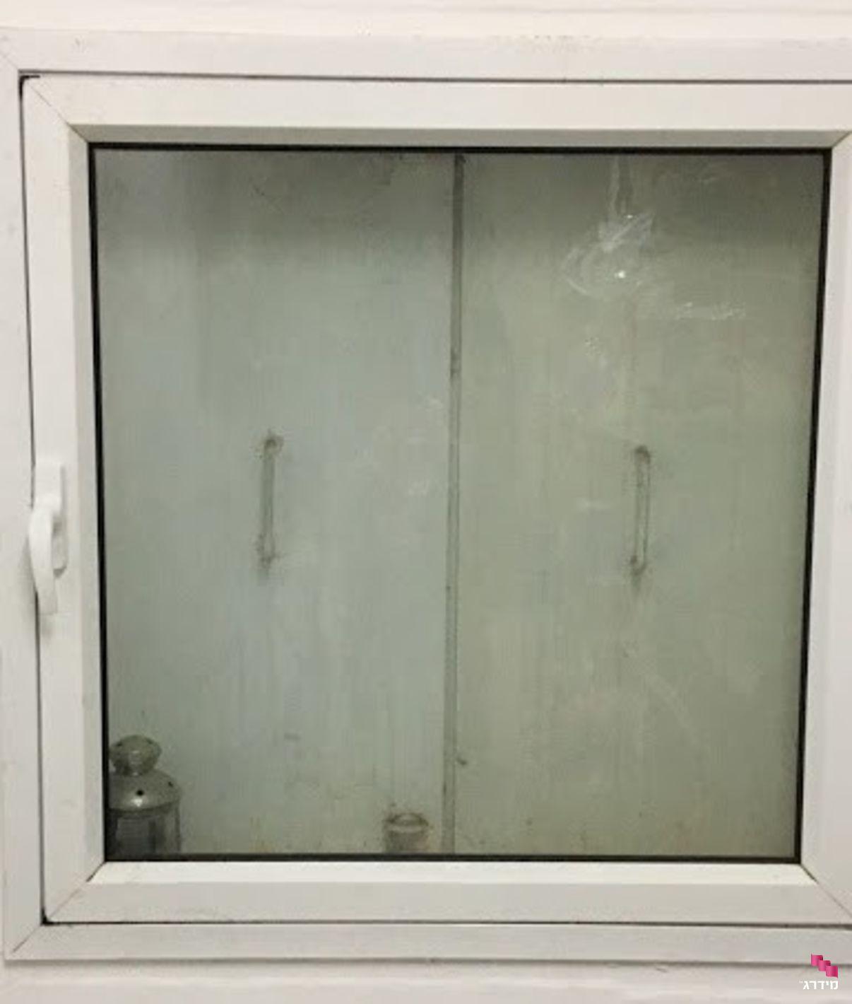 """תיקון חלון ממ""""ד"""