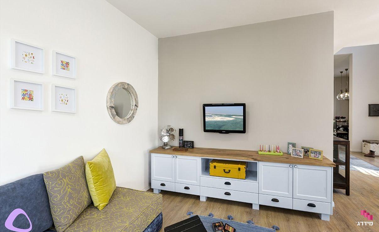 עיצוב חדר משפחה דירת קבלן