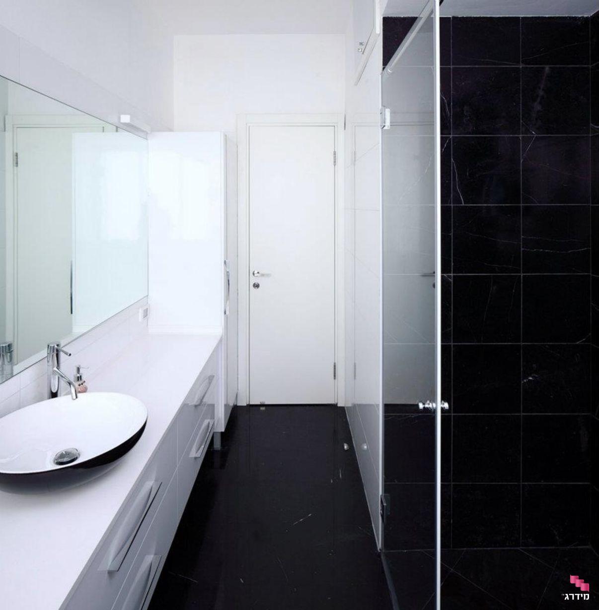 עיצוב חדר מקלחת דירה קטנה
