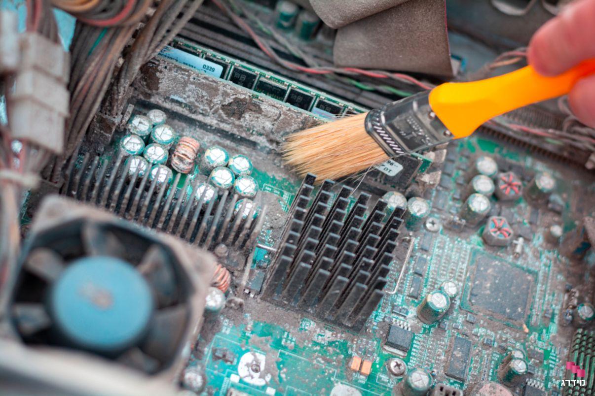 ניקוי מאוורר במחשב נייד