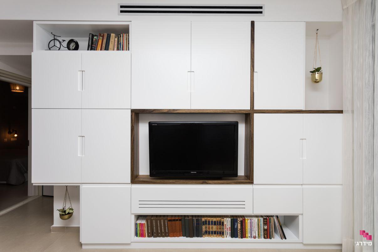 עיצוב דירת קבלן מזנון טלויזיה