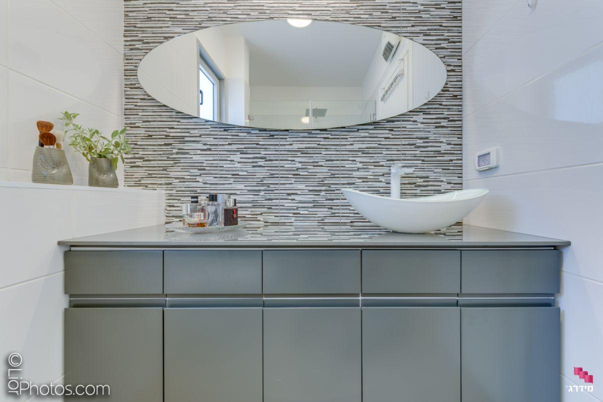 עיצוב דירת קבלן מקלחת