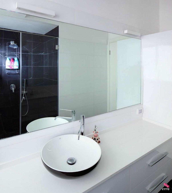 עיצוב מקלחון דירה קטנה