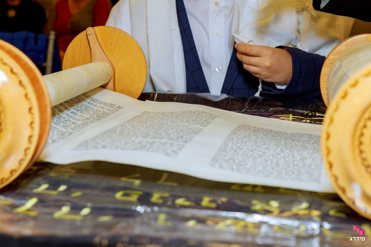 קריאה בתורה בבר מצווה   צלם לבר מצווה - מידרג