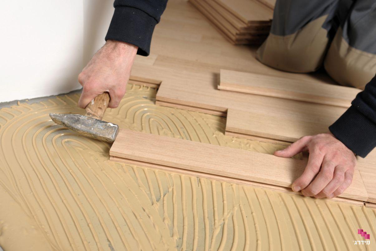 התקנה של חיפוי עץ לקיר
