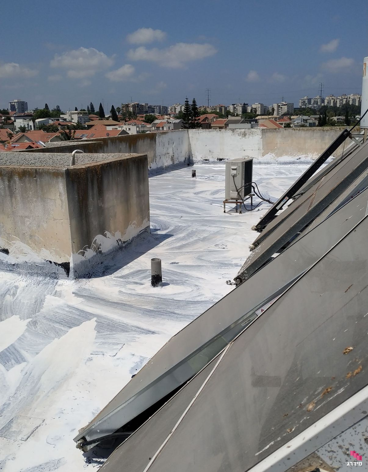 גג מסויד לאחר זיפות | מחירי זיפות גגות - מידרג