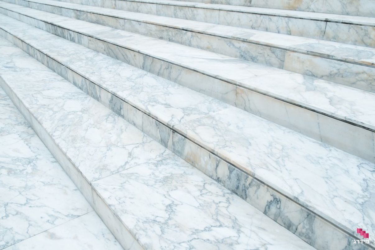 מדרגות שיש חיצוניות