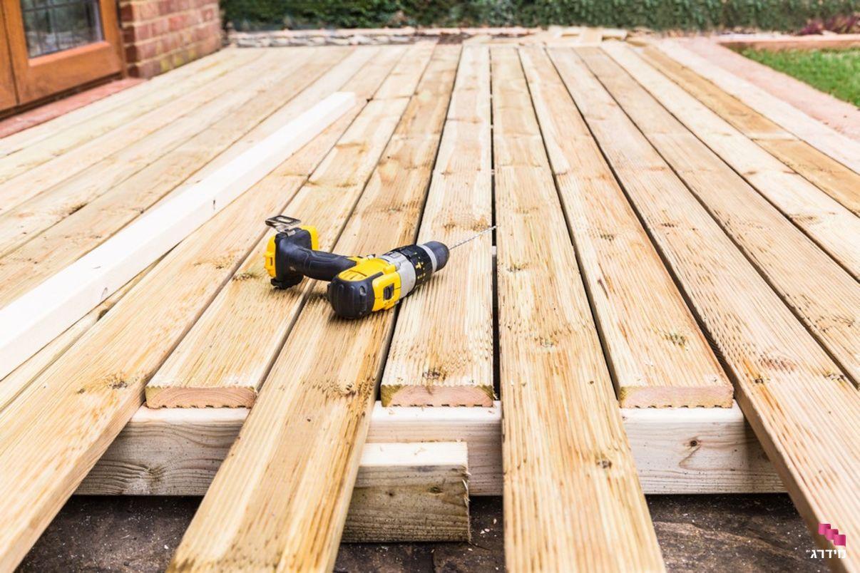 דק עץ בבנייה