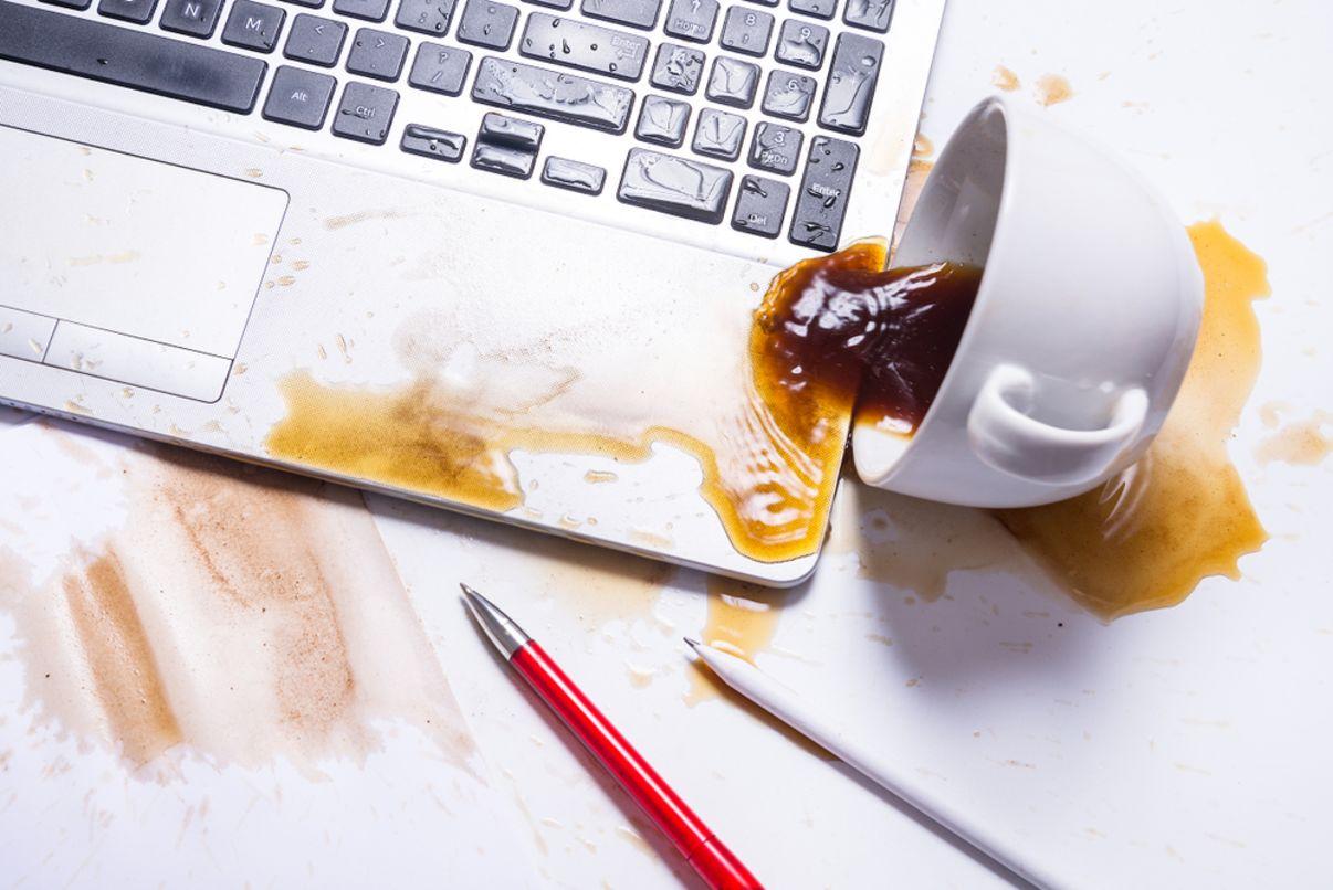 תיקון מחשב נייד | קפה נשפך על מחשב נייד