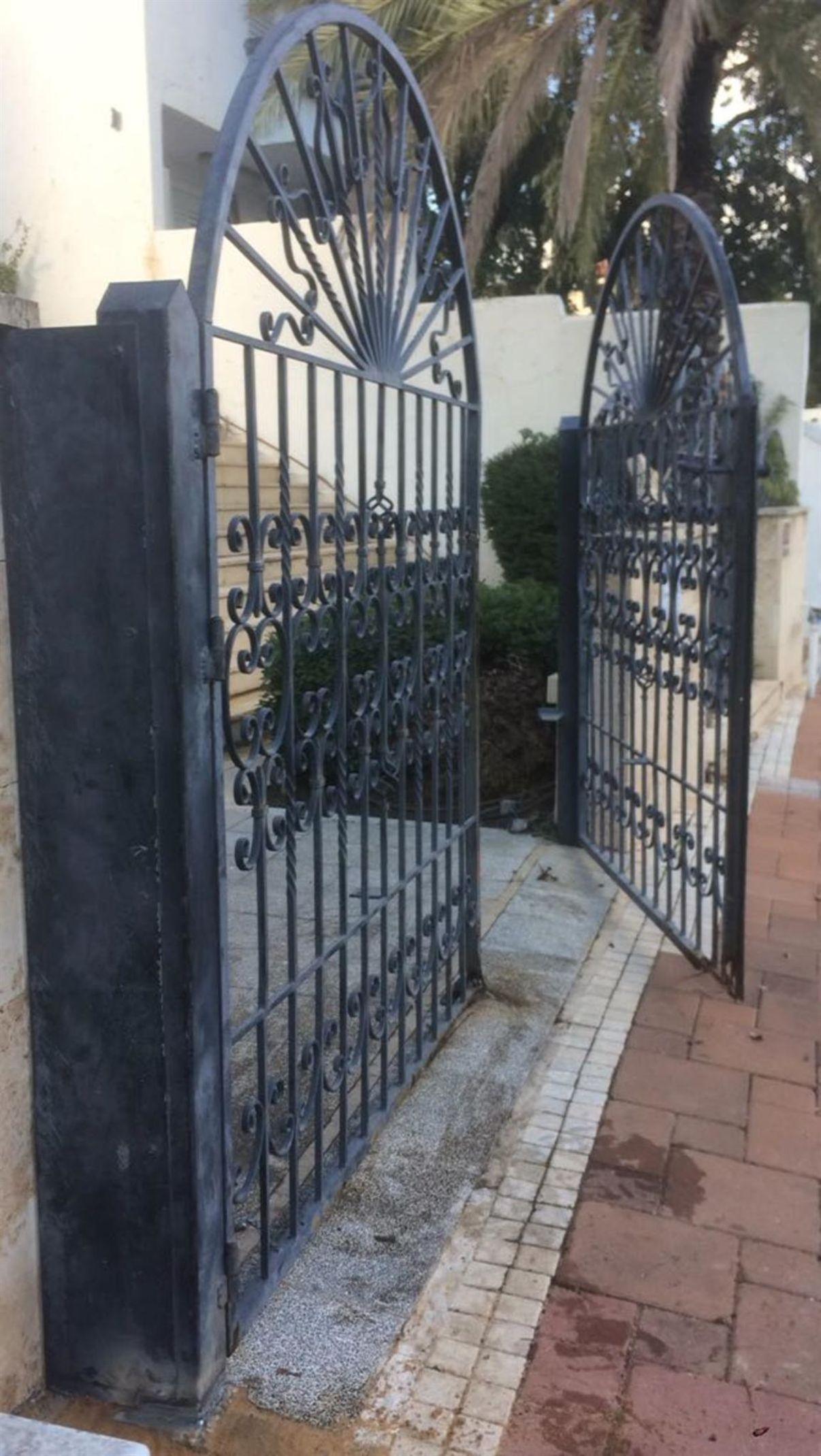 רק החוצה שערים חשמליים - מחירים | הצעות מחיר לדוגמא של שערים חשמליים - מידרג TM-27