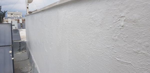 כיסוי הקיר בחומר איטום