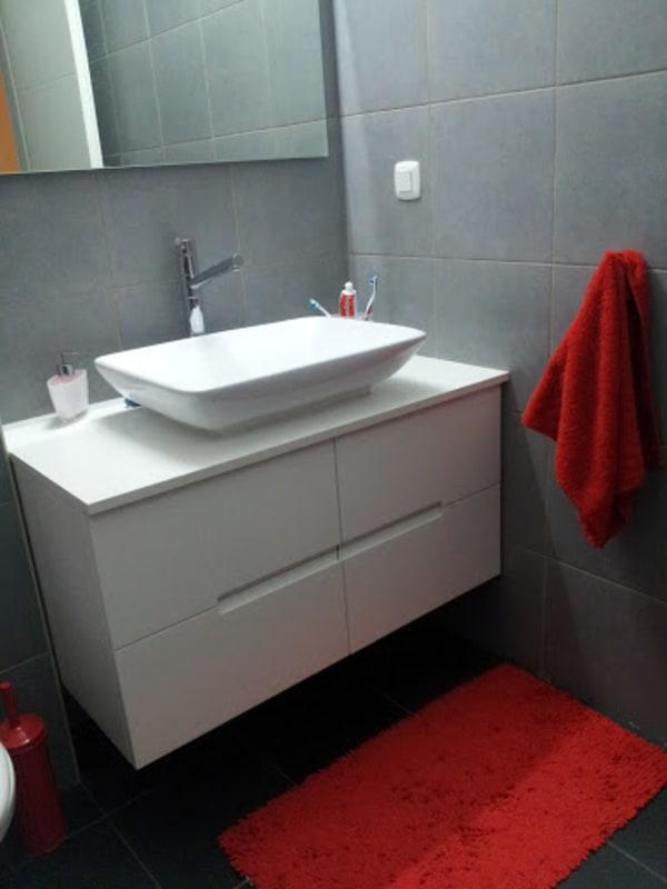 חדר אמבטיה חדש - ארונות, מדפים ועיצוב
