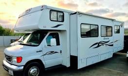 29' Winnebago EZ 2 Drive w/Private Bedroom & SuperSlide Out! Huge Living Room/Kitchen! Sleeps 8