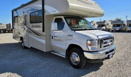 2017 Minnie Winnie 25B! Only 35 min ride from Fresno Airport!