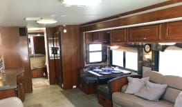 AVAILABLE FOR EDC!!! 40' Discovery Diesel