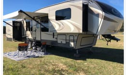 Keystone 337FLS 5th Wheel