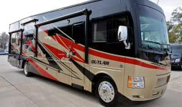 Thor Motor Coach Outlaw 37MD (Traveler)