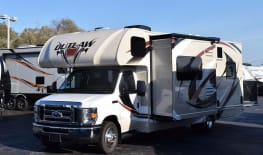 1st Choice Class Fun Mover - 31ft Thor Outlaw w/1 slide out