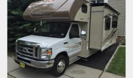 2016 Winnebago Minnie Winnie with Queen Bed