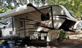 Luxury on the road - 2018 Crossroads Cruiser Aire