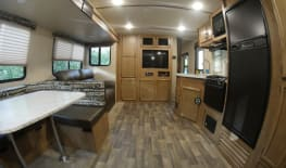 New 2018 33 ft camper sleeps 8/ free Delivery and removal to Disney  Ft wilderness