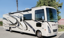 SLIDEOUT AF34 FAMILY SLEEPER RV - SAN DIEGO