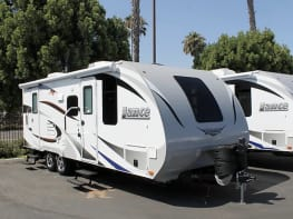 ☆☆☆PRISTINE TRAVEL TRAILER TO GLAMP IN STYLE • FULLY EQUIPPED - OFF GRID/DRY CAMPING CAPABLE CAN DELIVER☆☆☆