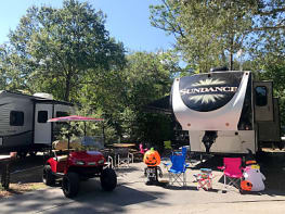 MEGA-GLAMPING!!! 45ft Palace Loaded w/ Towels, Sheets, & Blankets
