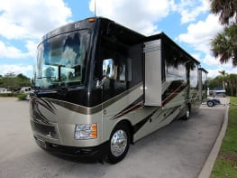 Thor Motor Coach Outlaw 38RE (Retreat)