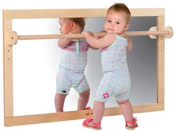 Vegghengt speil med håndtak
