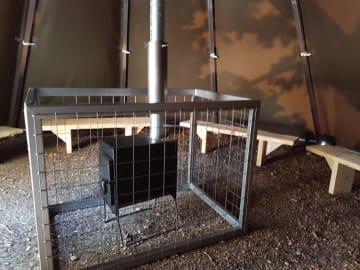 Grindbeskyttelse rundt ovn. Mål: 110 x70 x80 cm. (L x B x H)