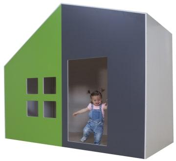 Skjev lekehule med dør og vindu