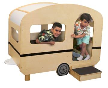 Stor campingvogn i tre