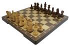 Spill Sjakk med trebrikker og treplate