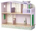 Stort dukkehus i tre, 102 x 85 x 35 cm.