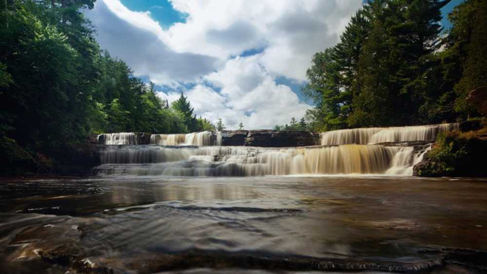 Tahquamenon falls state park michigan for Cabins near tahquamenon falls