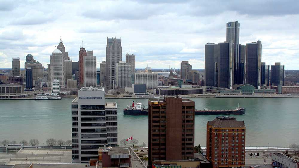 detroit_skyline_windsor_900x600.jpg