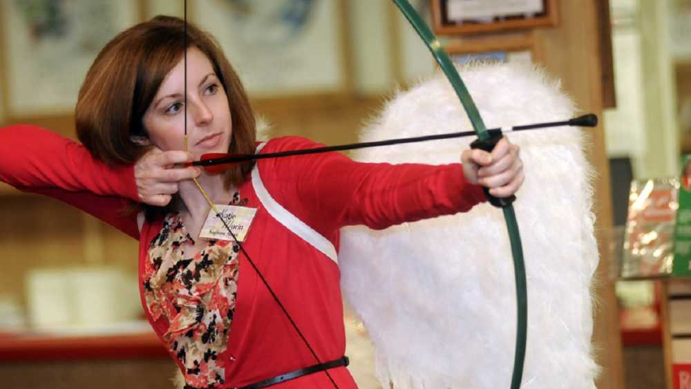 bronners-4th-annual-hot-shot-local-media-celebrity-archery-contest-for-charity-fd08e31a57b8f99e.jpg