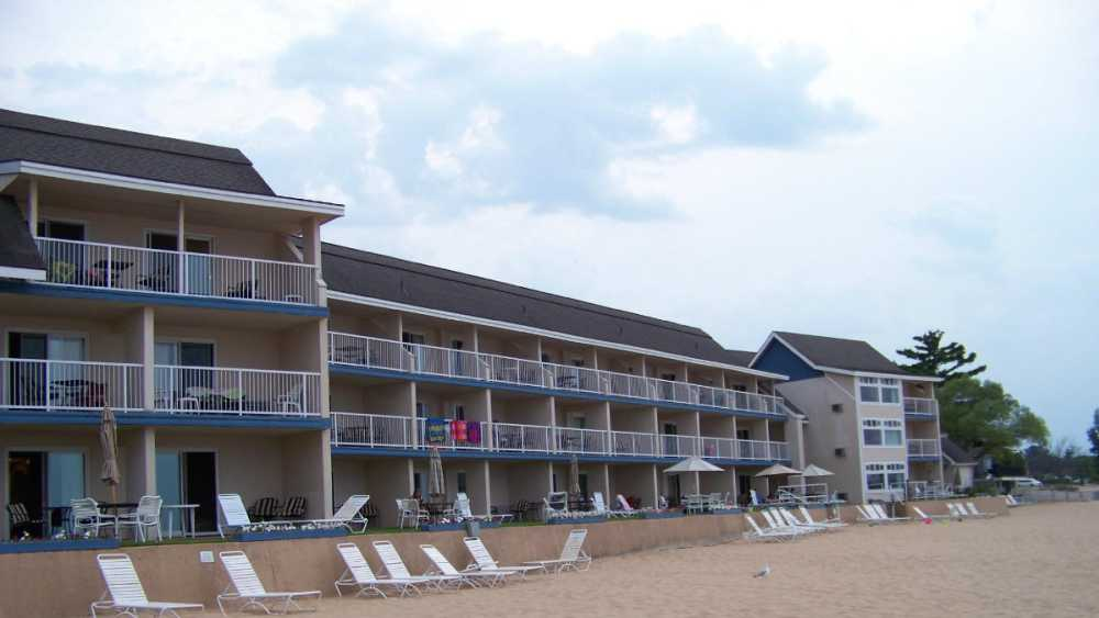 pinestead-reef-resort.jpg