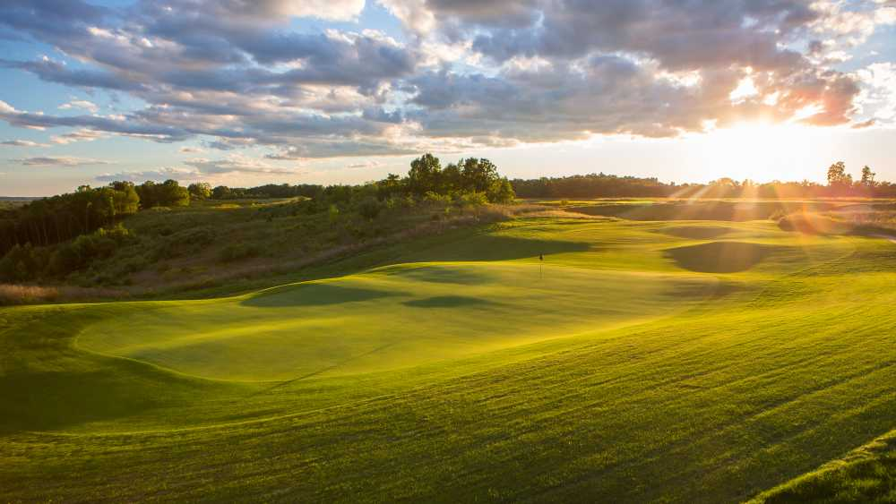 Stoatin Brae is Gull Lake View's 6th Course. Tee off from the top on this links style course perched on top of one of the highest points in Kalamazoo County.