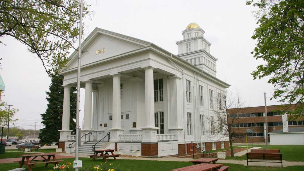 lapeer.county.courthouse.jpg