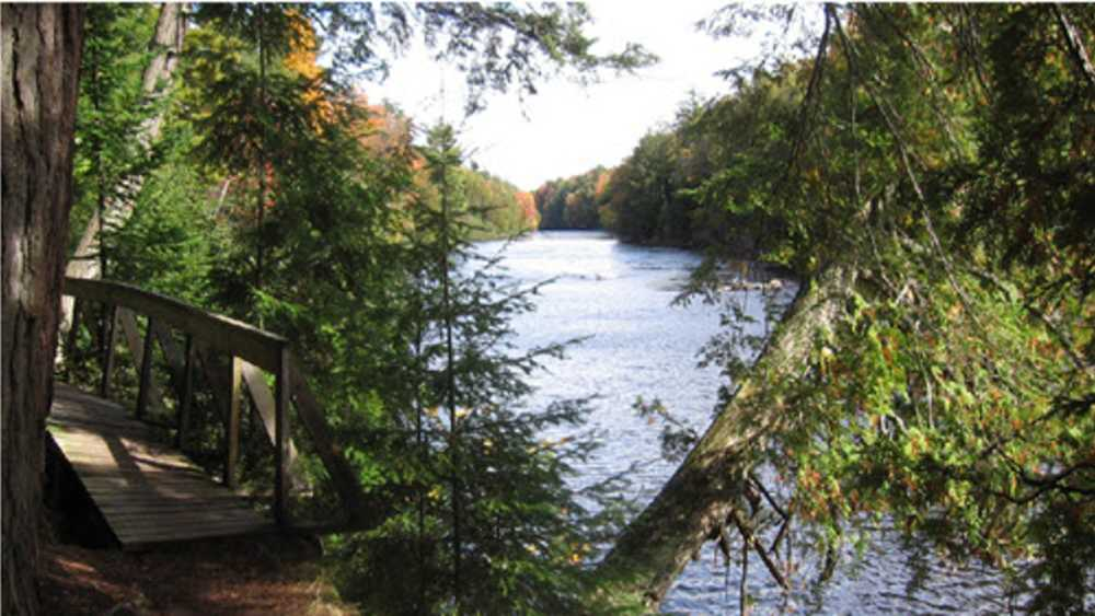 DNR, Tahquamenon Falls, Hike Between da Falls