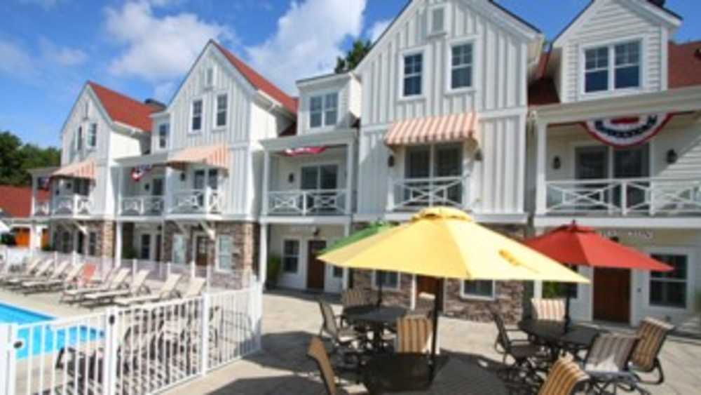 The beach house at lake street holland michigan michigan for Tiny house holland michigan