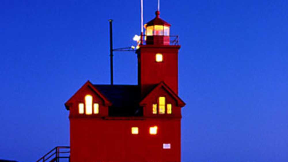 Big Red Lighthouse - Photo 1