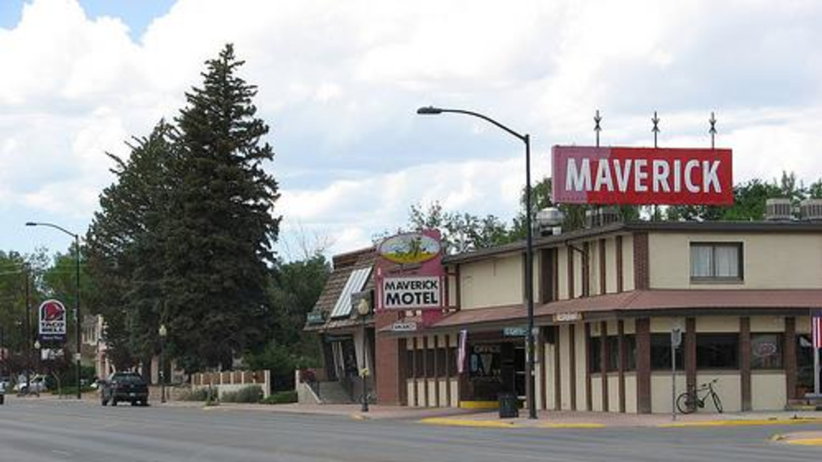 Maverick Motel Restaurant & Lounge