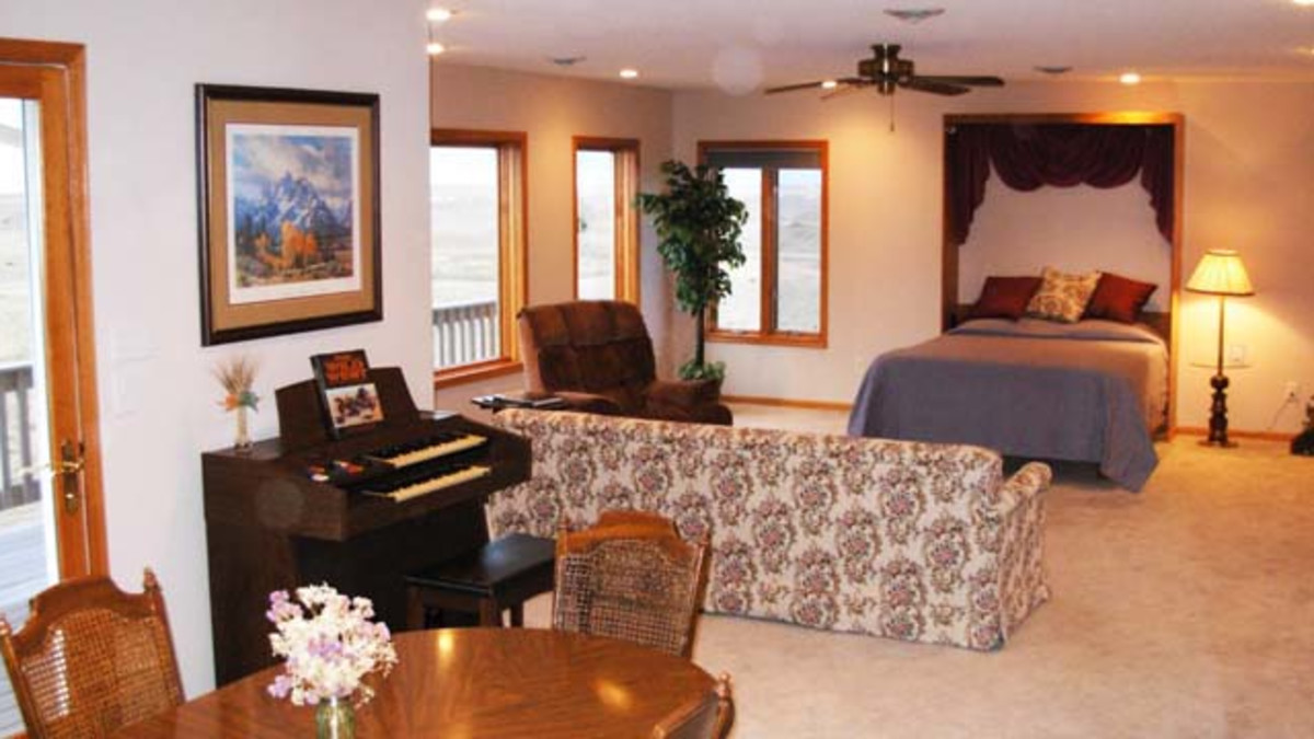 Skyline Suite - Our Skyline Suite sleeps 1-4. It's up one flight of stairs on the upper level. It has two queen beds, a private bathroom with shower, private dining area, couch, recliner, organ and a private deck, for a memorable night under the stars. It