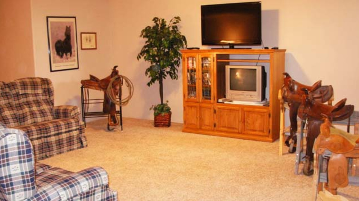 TV and Game Room - Stretch out and relax on the recliner sofa or loveseat while watching satellite TV. This common area is on the garden level.