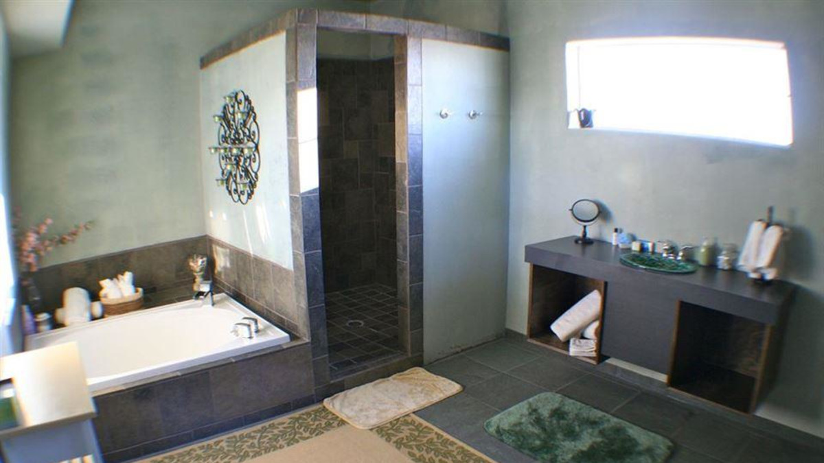 Soaking Tub and Shower-Indian Paintbrush Room