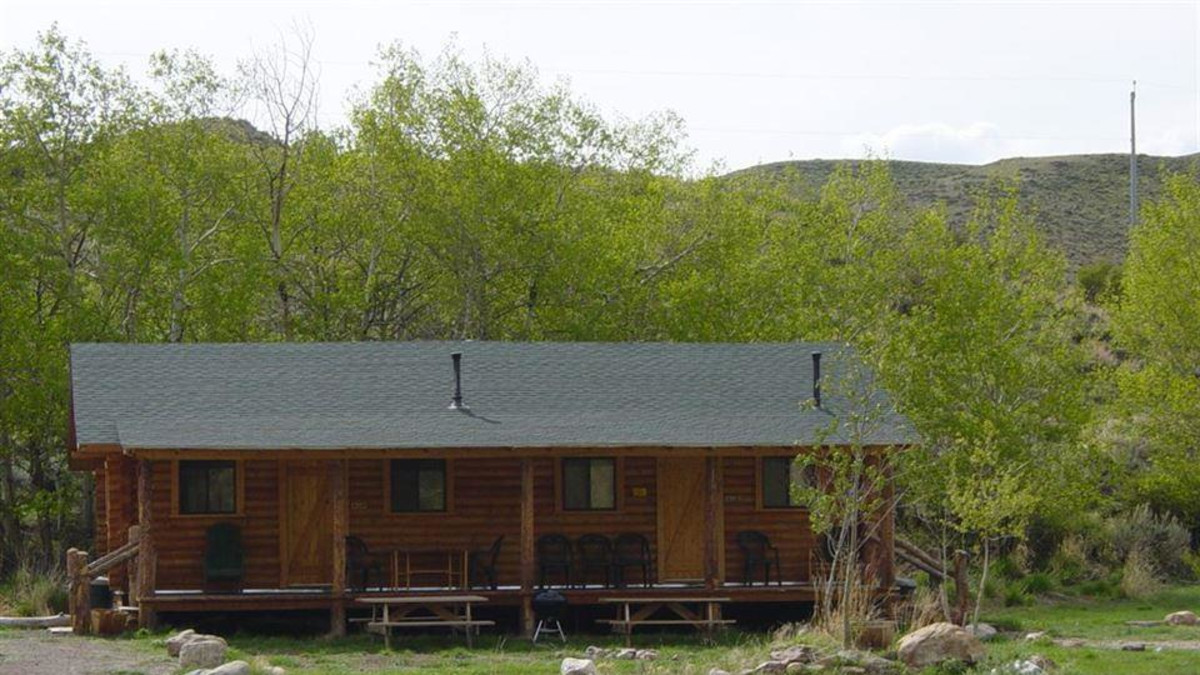 Duplex cabin - each side has full bath, kitchenette, and large sleeping space.