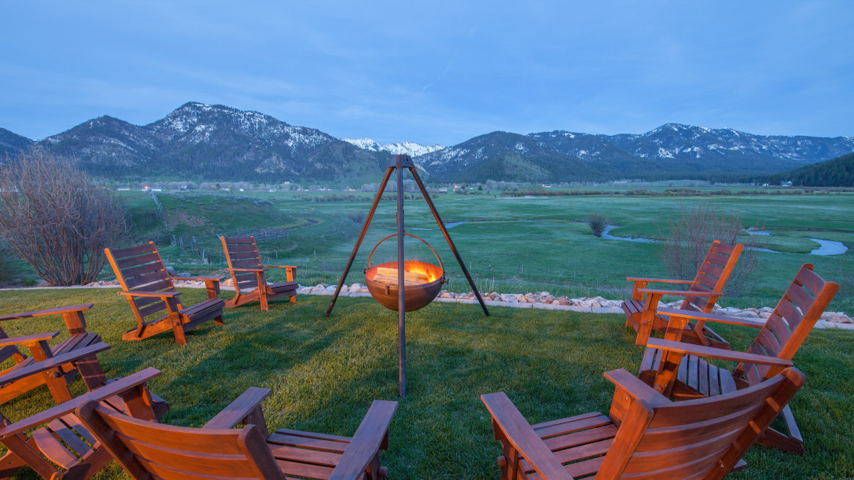 Relax in the evening, and take in the mountainous view...